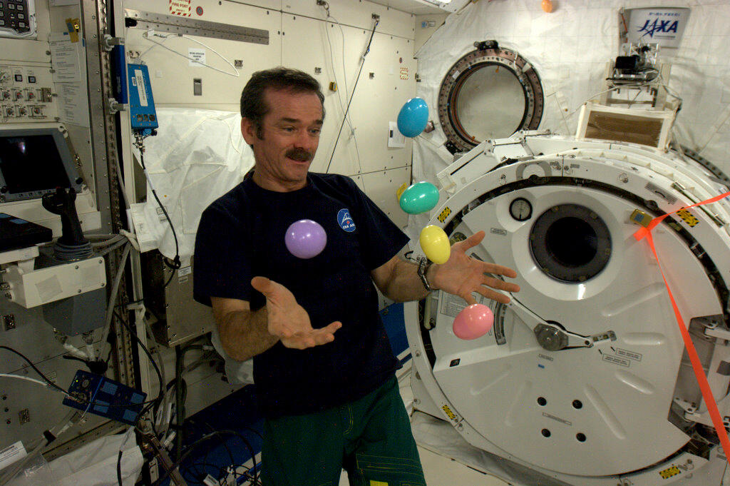 cmdr_hadfield_juggling